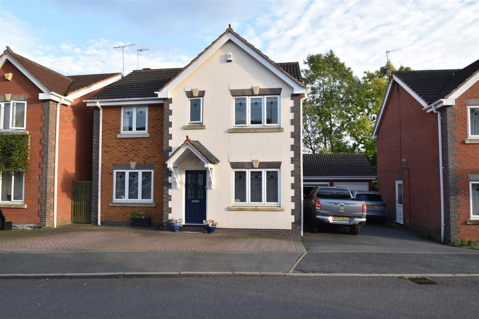 4 Bedrooms Detached House for sale in Peninsula Road, Norton, Worcester